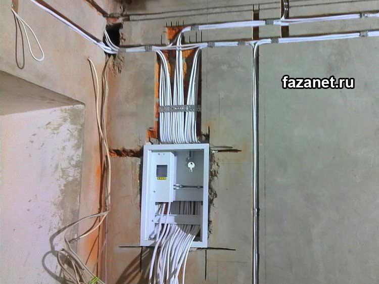 Provod PVS na stene pod shtukaturkoy